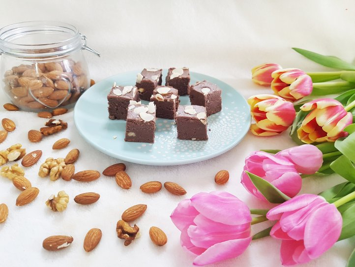 Reteta ciocolata de casa cu nuci si migdale